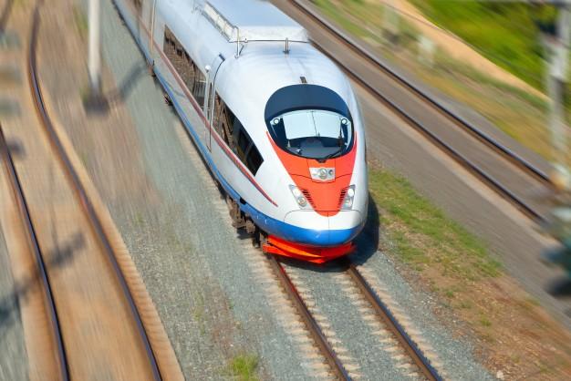 tren-de-alta-velocidad-en-movimiento_1398-1293